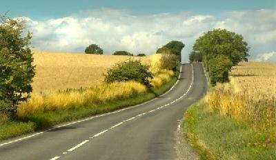 туризм и дорога в поле